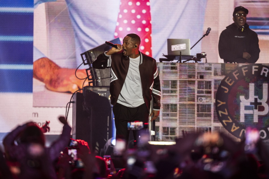 See What Happened @ Will Smith's Birthday Concert In Budapest
