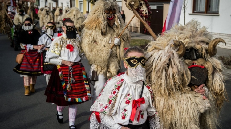 Video: 'Buso Carnival' In Mohács