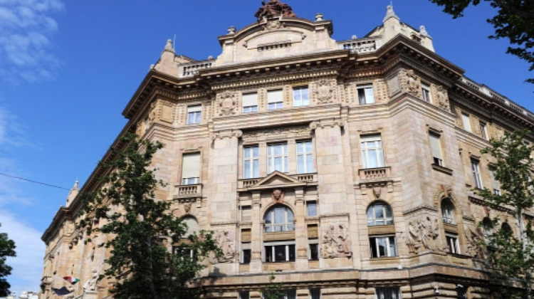 Hungarian National Bank May Ban Banks From Selling Gov't Bonds
