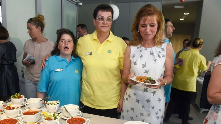 New Restaurant Exclusively Employing People With Disabilities Opens In Budapest