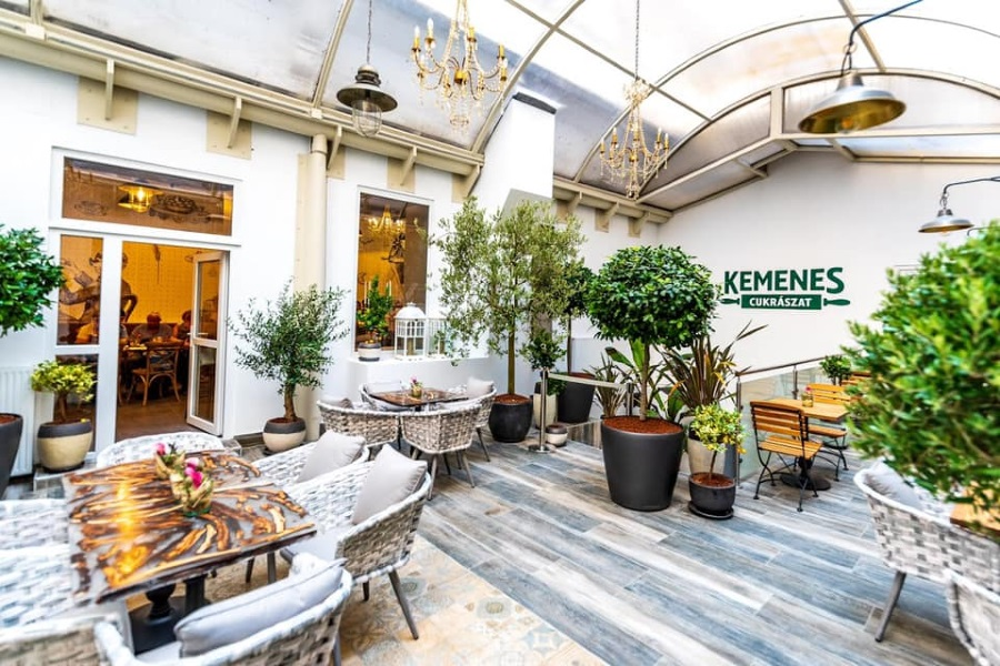 Kemenes Confectionery Opens On Site Of Old Klapka Jeweller's In Budapest