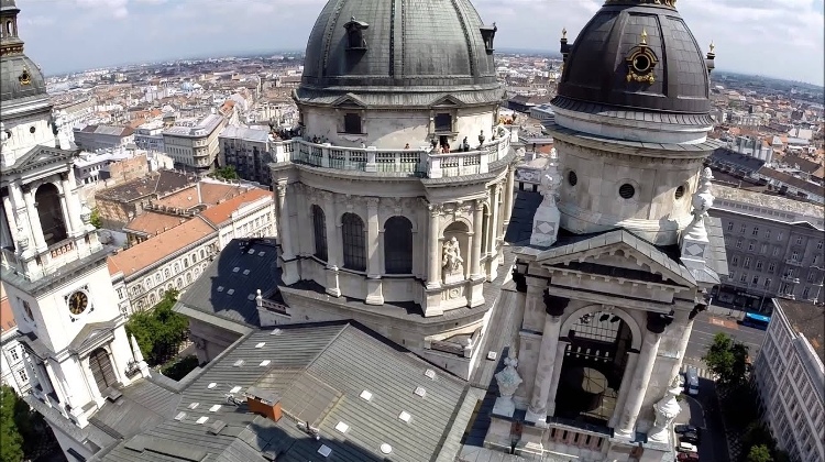 Video: Panorama Lookout & St. Stephen Basilica In Budapest