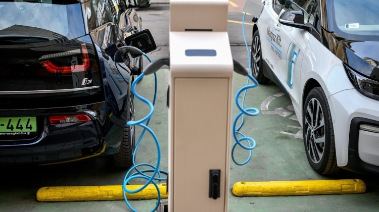 Elmű Ends Free E-Car Charging In Budapest