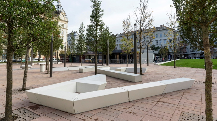 "Renovated Budapest Square ""Real Downtown Forest"""