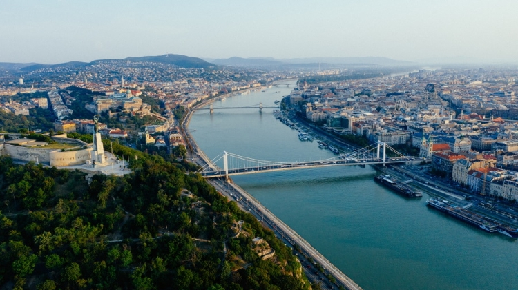 Photo Article: Xploring Budapest's Bridges