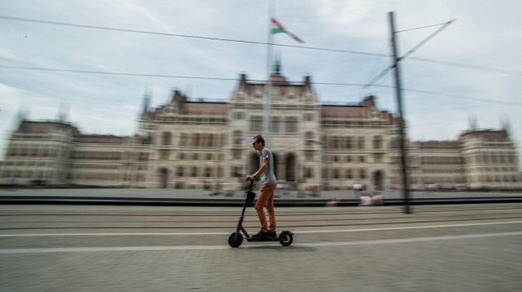 Scooters Banned From Budapest's Kossuth Tér