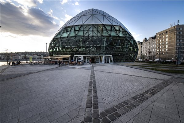 Budapest Assembly Votes To Sell 'Whale' Complex