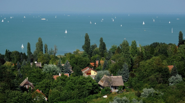 Hungarian Railway Company To Sell Lake Balaton Resorts