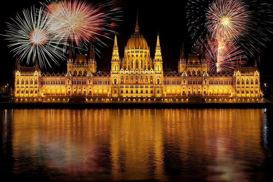 See Hungary's New Expat Community Ezine, 15 – 21 August