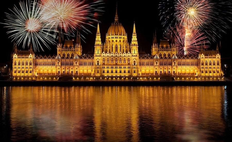 See Hungary's New Expat Community Ezine, 5- 21 August