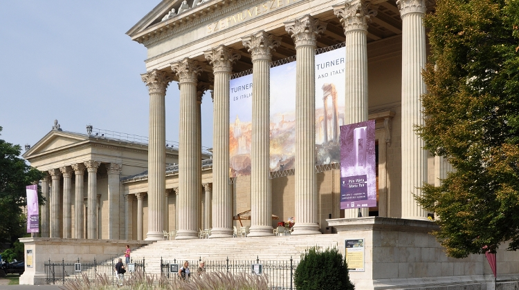 Discover Museums In Budapest With MiniCards