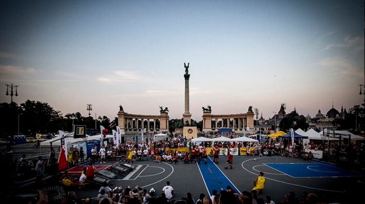 'BuDUNKpest': Acrobatic Basketball Cup @ Heroes' Square, 14 September