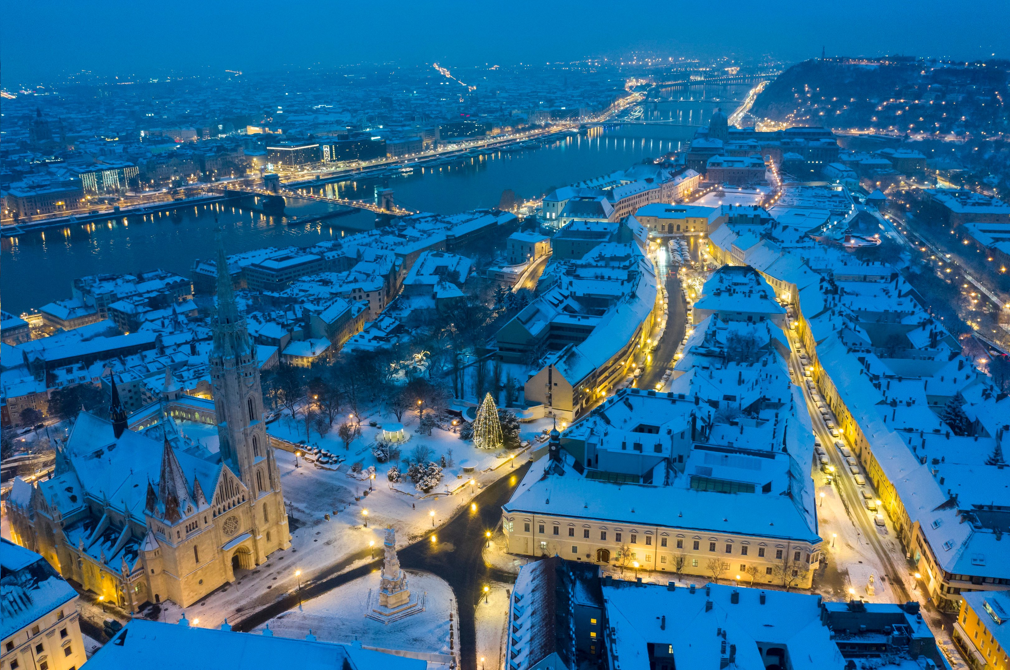 Snow Diverts Budapest Flights
