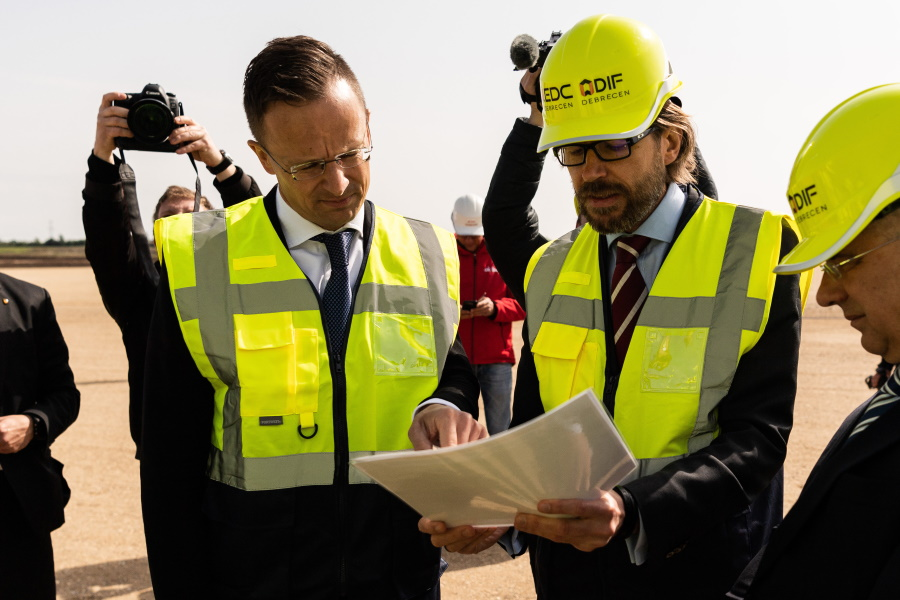 Video: BMW Takes Over Site Of Future Euro 1 Billion Plant In Debrecen, Hungary
