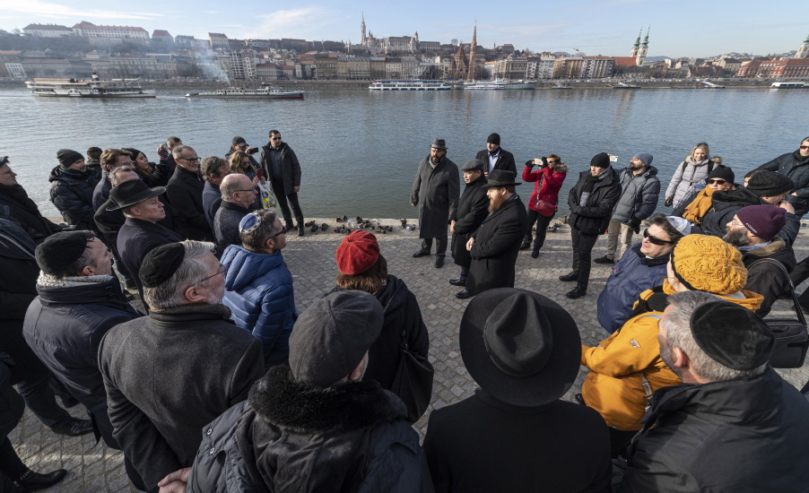 Ambassadors Pay Tribute To Holocaust Victims In Budapest