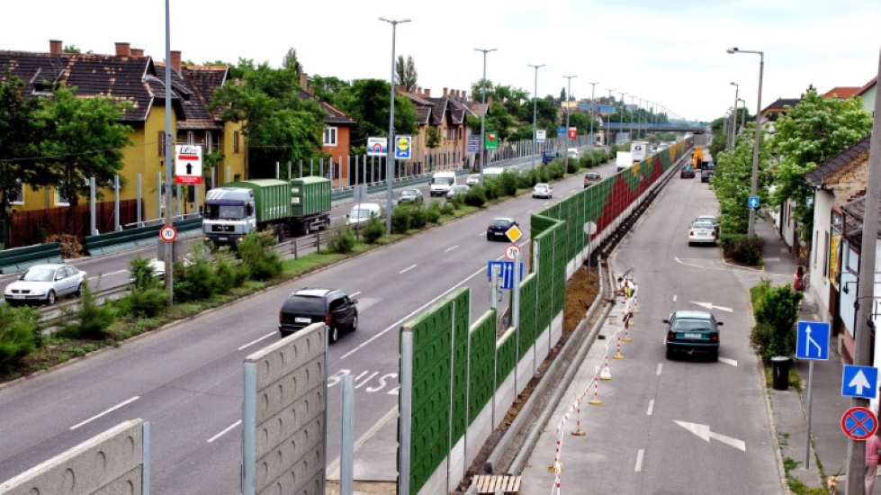 Few Hungarians Complain About Noise From Street & Neighbours