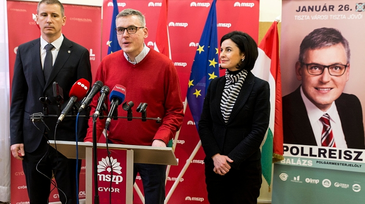 Socialists Call For Fourth Republic Of Hungary