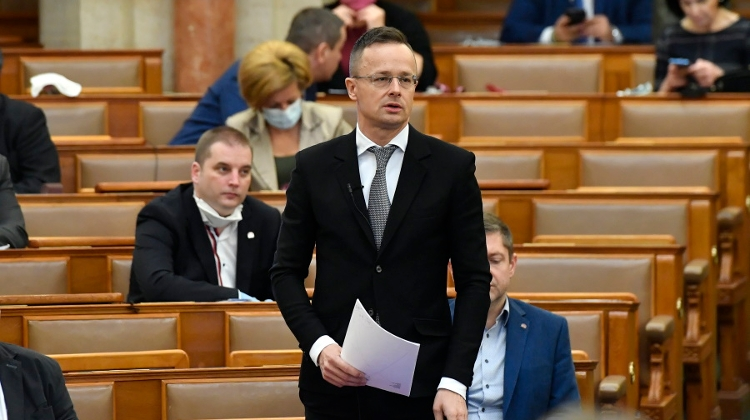 Coronavirus: Hungary Not Leaving Anyone Without Support Says FM Szijjártó