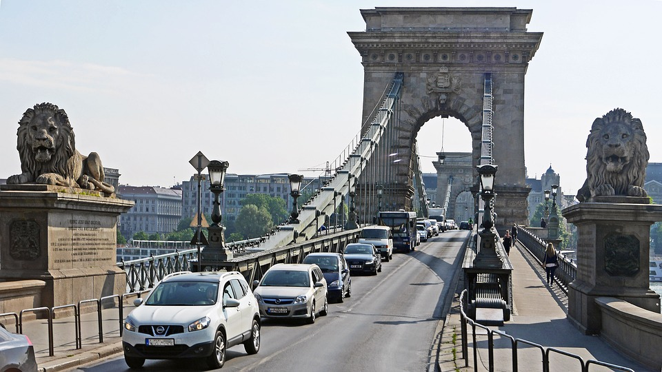 Urgent Renovation Of Chain Bridge Called For By State Secretary For Budapest