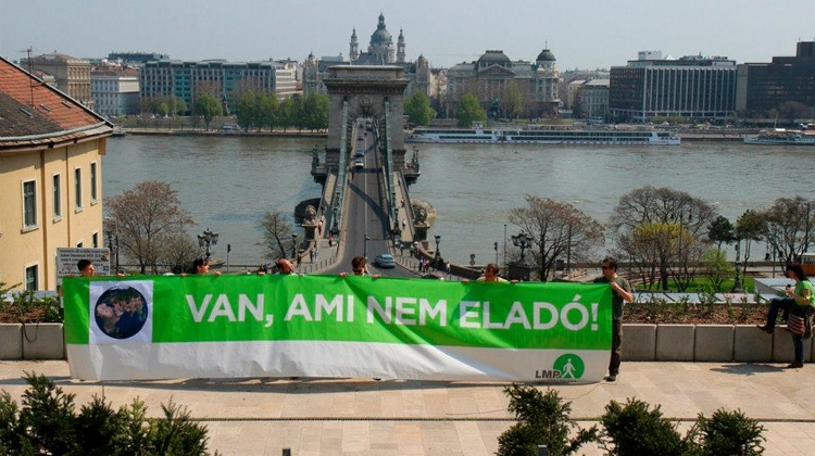 Hungarian Opposition Parties Mark Earth Day