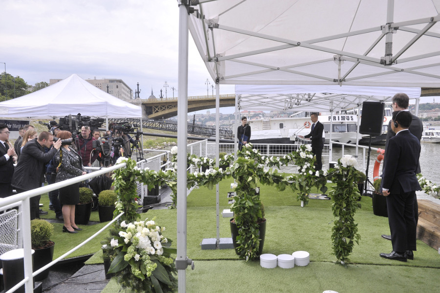 Video: Danube Ship Collision Tragedy Memorial Ceremony Held In Budapest