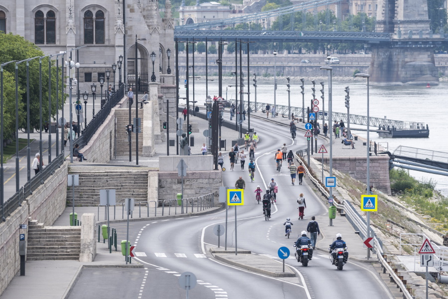Danube Embankment In Budapest Opens For Pedestrians This Weekend