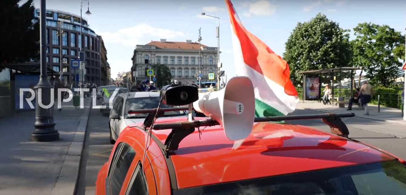 Car Honking Protests Cancelled Due To 'Astronomical Fines' Handed Out By Budapest Police