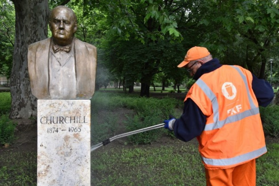 Churchill Vandalised In Budapest's City Park