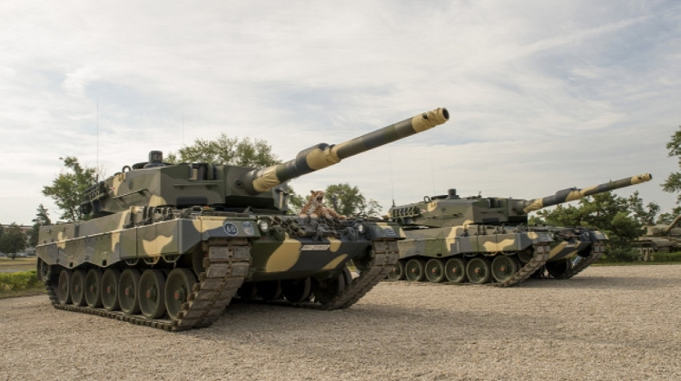 Video: Hungary Takes Delivery Of Leopard Battle Tanks