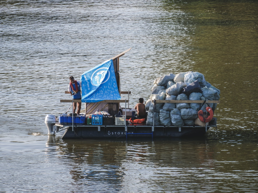 Video: Volunteers Help Clean 8.2 Tonnes Of Waste From River Tisza