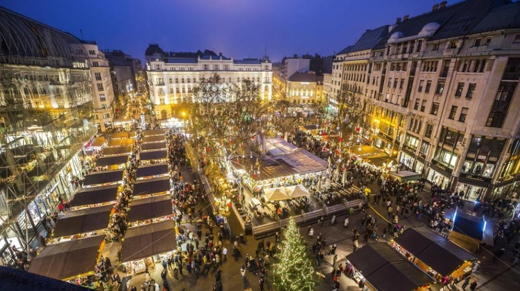 Video: Budapest's Christmas Market Goes Online Due To Covid-19 Restrictions
