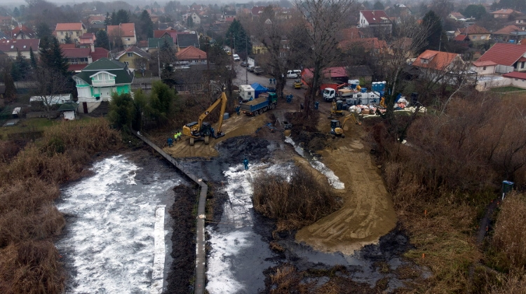 Rescue Operation Removes 400 Tonnes Of Waste Contaminated With Oil Near Budapest