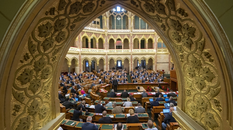 Updated: Hungarian Parliament Lifts Government's Emergency Powers