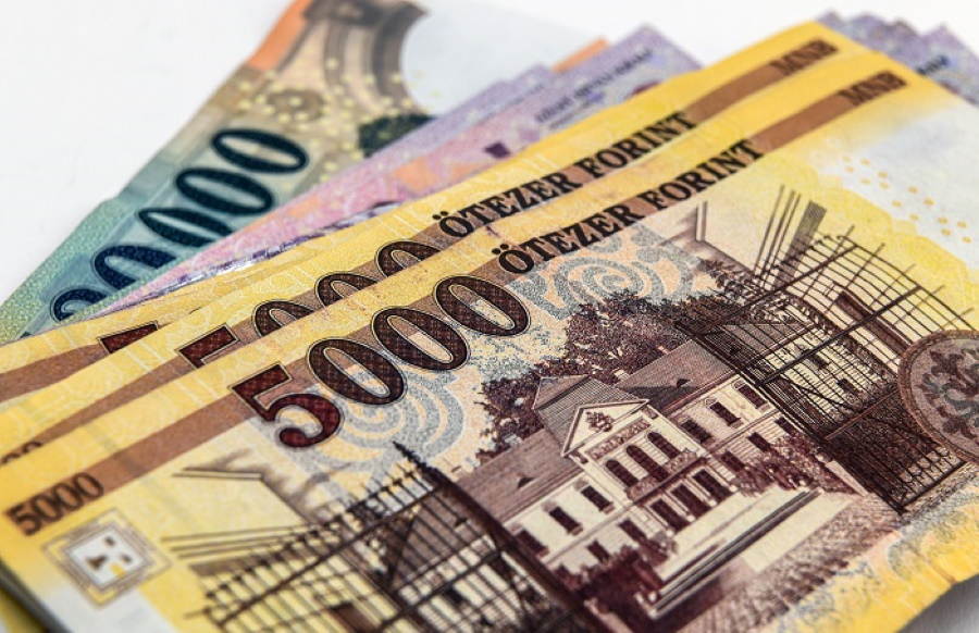 Forint Strengthens From Historic Low After National Bank Intervention