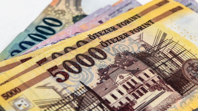 Forint Strengthens From Historic Low After National Bank Tender Announcement