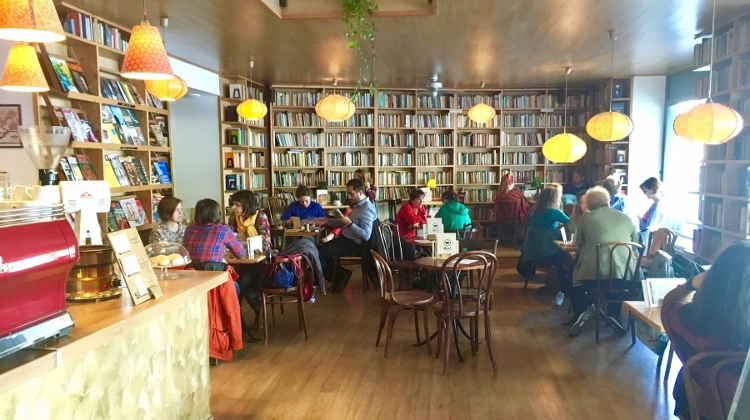 5 Top Best Coffee Shops With Books In Budapest