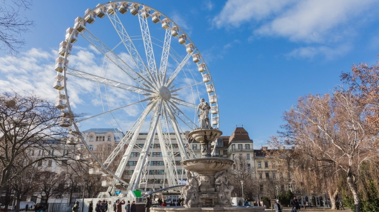 Video: Restaurant Converts Budapest Eye For Skyline Dining