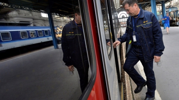 Hungarian Railway Company Admits Problems With Drivers' 12-Hour Shifts