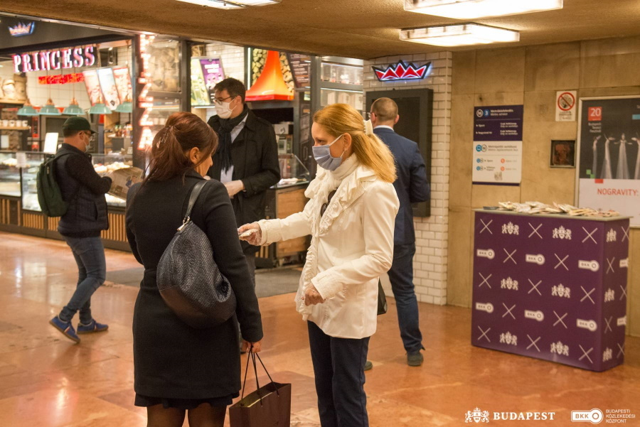 Free Face Masks Provided To Budapest Public Transportation Passengers