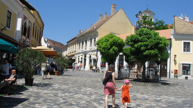 Szentendre 'Closed' To Tourists