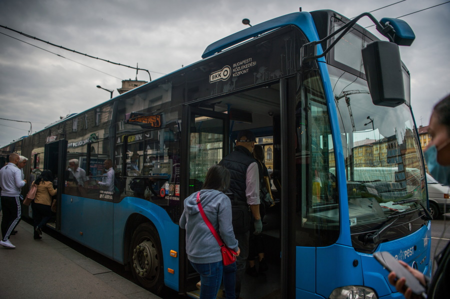 Ban Lifted On Boarding Front Door Of Buses In Budapest