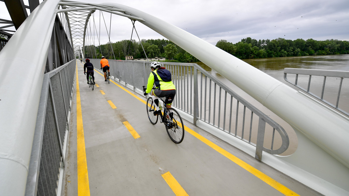 Palkovics Opens Lake Tisza Bicycle Path In Hungary