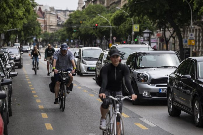Government Official Calls On Budapest Mayor To Stop 'Penalising' Motorists In Capital