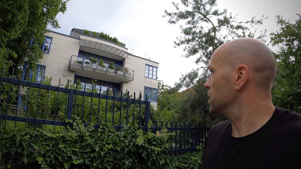 Video: Exploring Budapest's Richest & Poorest Neighbourhoods