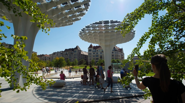 Video: Buda's New Park Széllkapu Features Largest Hanging Garden In Central Europe