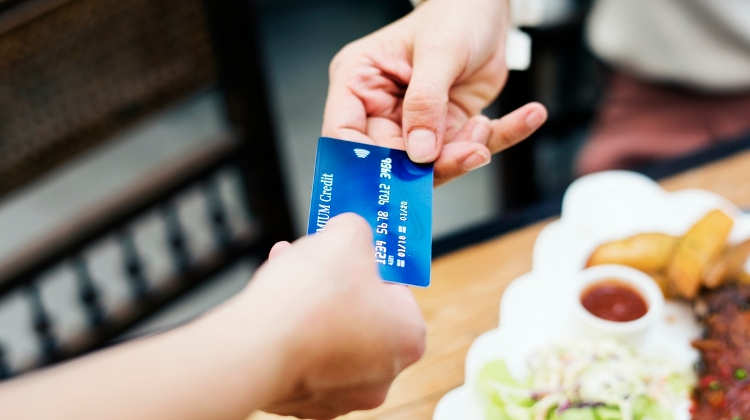 All Shops In Hungary Must Offer Cashless Payments From January