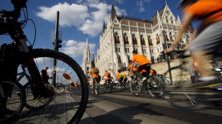 Giro D'Italia To Cross Budapest Chain Bridge