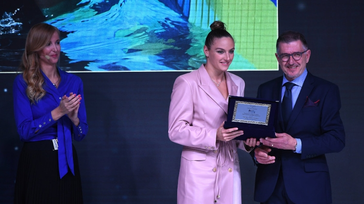 Hungarian Swimmer Hosszú Collects AIPS European Sportswoman Of The Year Award