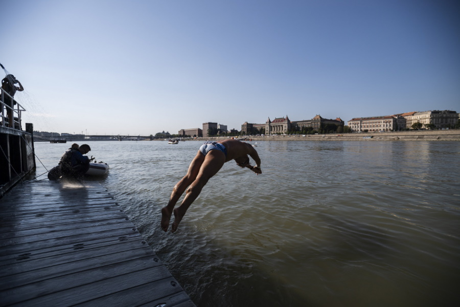 Video: Swimming In Budapest's Fast-Flowing Danube