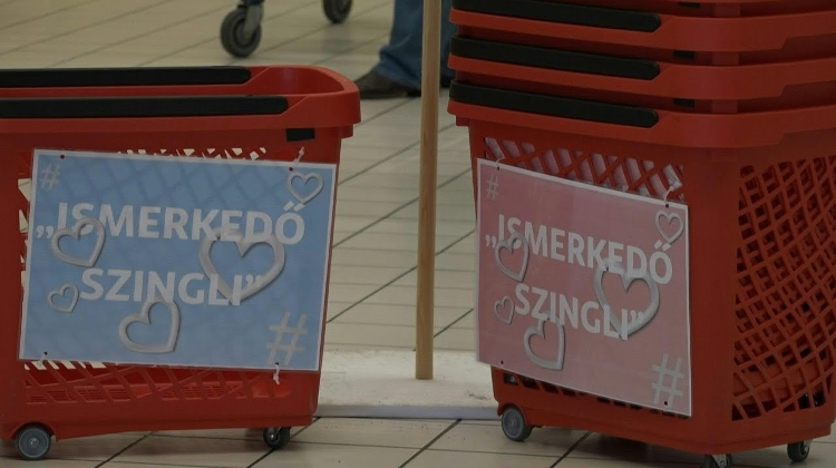 Watch: 'Singles' Shopping Baskets – A Valentine's Day Hit In Hungary